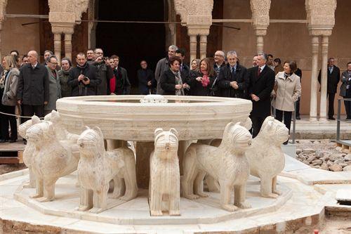 Los leones de La Alhambra ya lucen de nuevo en su fuente