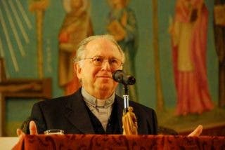 """Sacerdotes quieren que se vayan los 4 obispos que """"blindaron"""" a Karadima"""