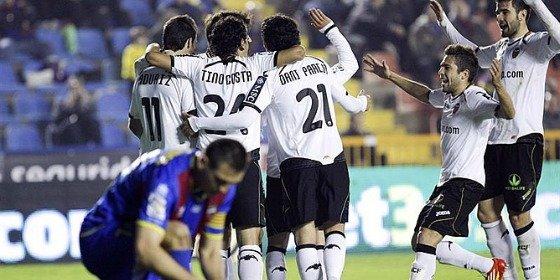El Valencia apuntilla al Levante y se cita con el Barcelona en semifinales