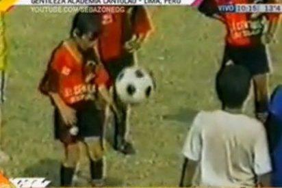 El mejor gambeteo de Messi a los diez años; la humildad
