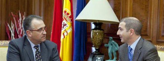 El alcalde de Pamplona se reune con los colegios profesionales
