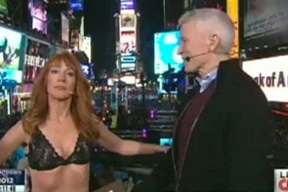 Desnuda ante las cámaras para burlarse de la CNN