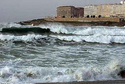 Sigue la búsqueda de los desaparecidos en la playa coruñesa del Orzán