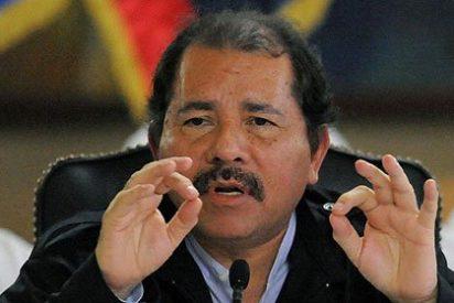 El Príncipe Felipe y Daniel Ortega no se abrazan tras la toma de posesión