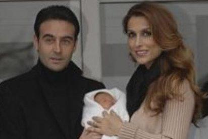 Enrique Ponce y Paloma Cuevas ya están en casa con su hija