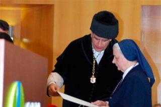 El CEU impone la Medalla al Mérito a Sor Alicia Ibáñez, de las Hijas de la Caridad