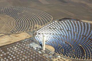 Andalucía acusa al Gobierno de ceder ante las eléctricas al suprimir los incentivos a las renovables