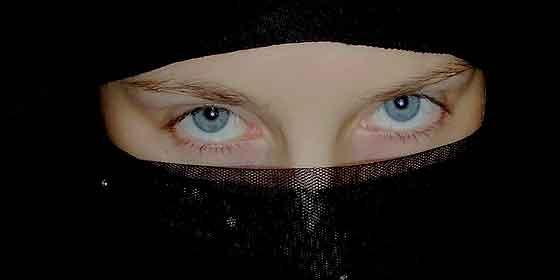Arabia Saudí prohíbe a los hombres vender ropa interior femenina