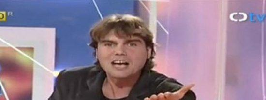 """Carlos Navarro, 'El Yoyas' ('GH2'), arremete contra 'Otra Movida' y monta un escándalo en Twitter: """"Me da retortijones ver a 'Flo'"""""""