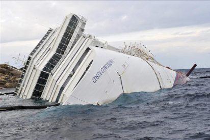 """Comienzan a extraer el carburante del crucero naufragado """"Costa Concordia"""""""