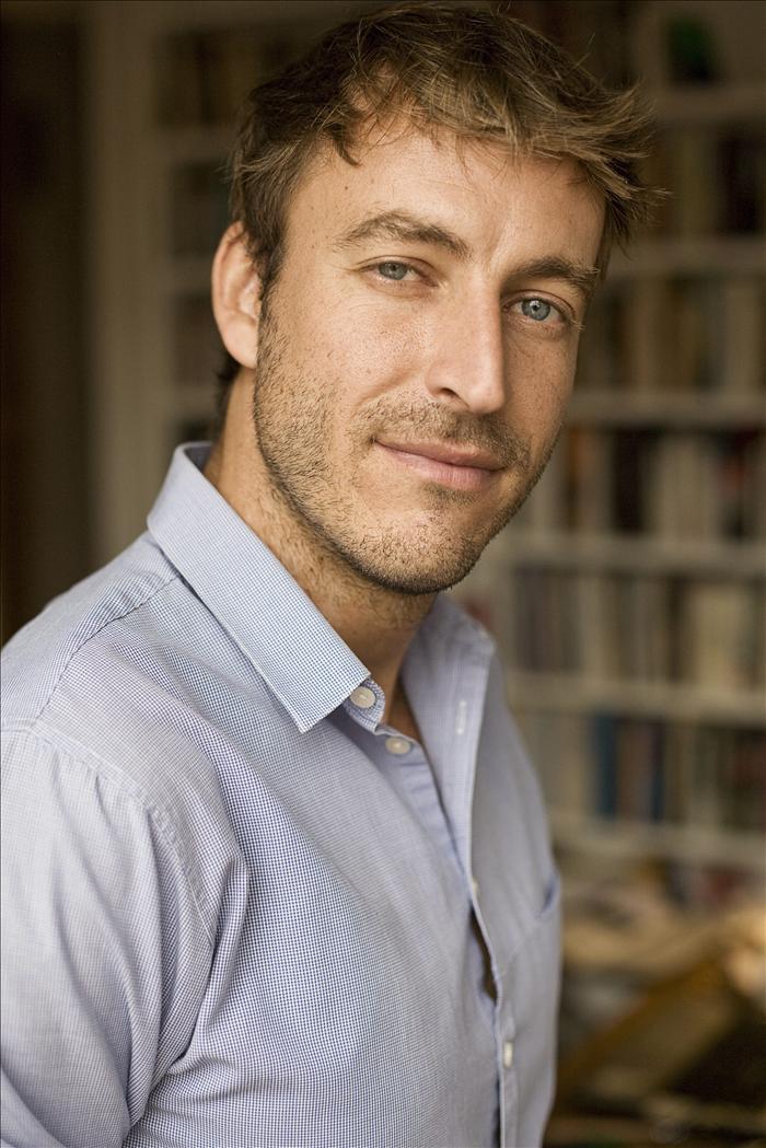 """El escritor Javier Montes evoca """"La vida de hotel"""" en su nueva novela"""