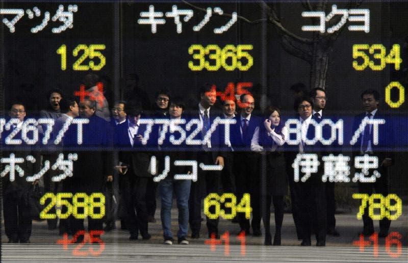 El Nikkei cierra en su máximo en medio año
