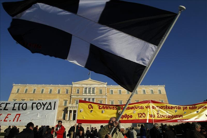 Papadimos viajó a Bruselas para negociar el segundo rescate a Grecia