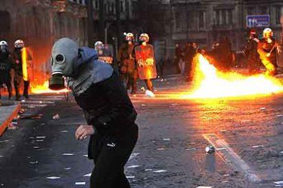 Grecia aprueba los recortes: ¿por qué arde Atenas?