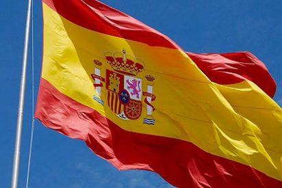 Los 'fanáticos' de la ANC arrían la bandera española en Sant Pol de Mar