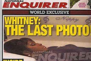 La última y terrible foto de Whitney Houston, camino de la morgue