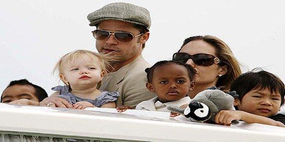 La familia crece de nuevo: Brad Pitt y Angelina Jolie esperan gemelos