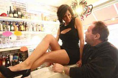 La camarera que tiene de los nervios a las esposas y novias de Italia