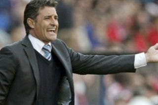 El Sevilla contrata a Míchel tras destituir a Marcelino García Toral