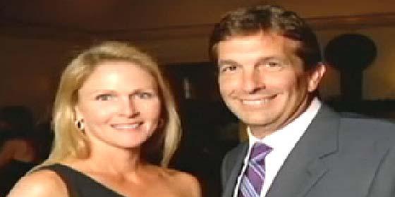 El millonario adopta como hija a su novia para 'ahorrar'
