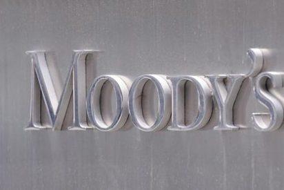 Moody's amenaza a 21 bancos españoles y 17 extranjeros