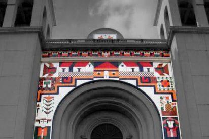 Destruyeron el mural de la catedral salvadoreña por contener símbolo masónico