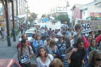 Obispos patagónicos condenan la represión contra las marchas antimineras