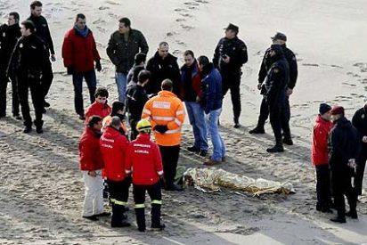 Los buceadores hallan al tercer policía engullido por el mar en La Coruña
