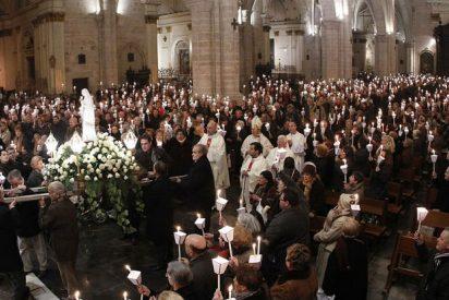 """Cientos de enfermos y discapacitados llenan la catedral de Valencia en la """"misa de las antorchas"""""""