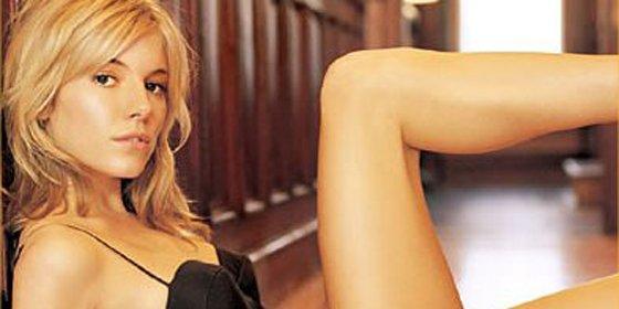 Sienna Miller luce nuevo embarazo y anillo de compromiso