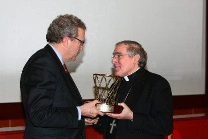 El cardenal de Barcelona, galardonado por la Federación Catalana de Baloncesto