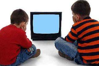 El niño presta más atención al anuncio si el fondo es verde