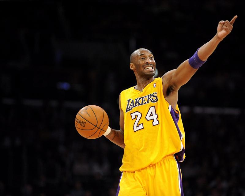 Kobe Bryant se echa a los Lakers a la espalda, que derrotan a los Hornets