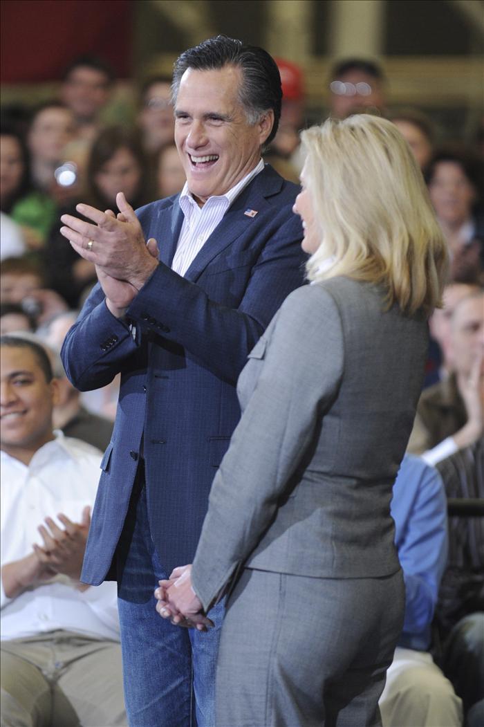 Liderazgo de Romney y continuidad de sus rivales en la carrera previa al Supermartes