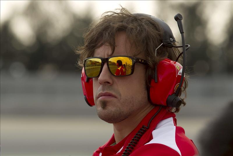 Alonso se 'machacó' en bici y almorzó con el equipo Ferrari en Albert Park