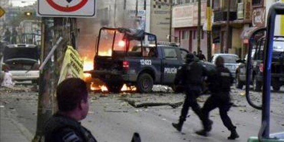 Explota un coche bomba frente a la sede del diario mexicano Expreso