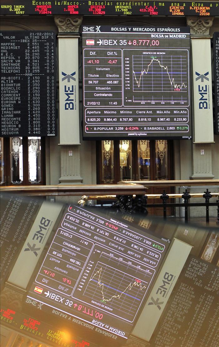 El IBEX sucumbe la tendencia bajista de Europa y cede el 0,81 por ciento a mediodía