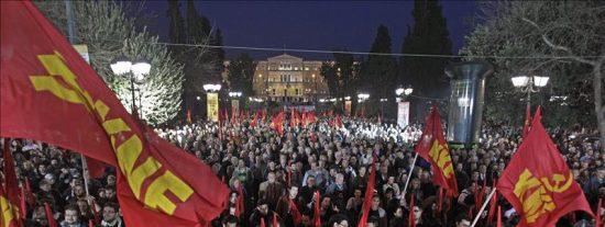 El parlamento griego aprueba el préstamo entre protestas de los comunistas