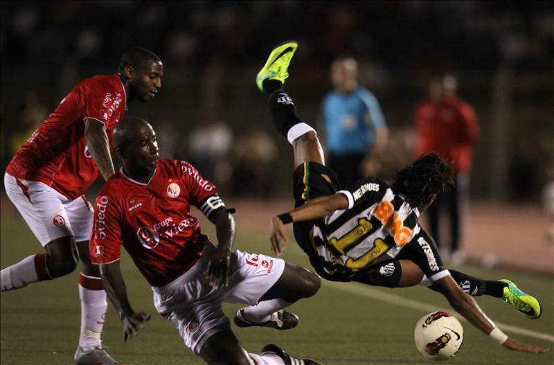 Santos y Vélez piden pista en los octavos de la Copa Libertadores