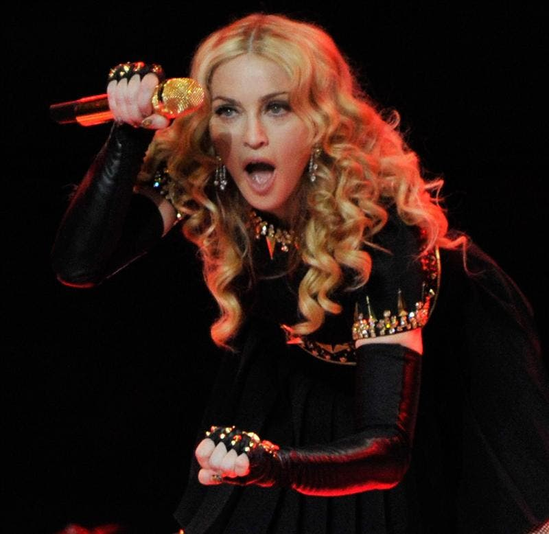 Madonna confiesa en Twitter ser fan de Justin Bieber y rechaza las drogas