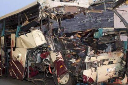 Mueren 22 niños belgas al estrellarse su autobús en un tunel de Suiza