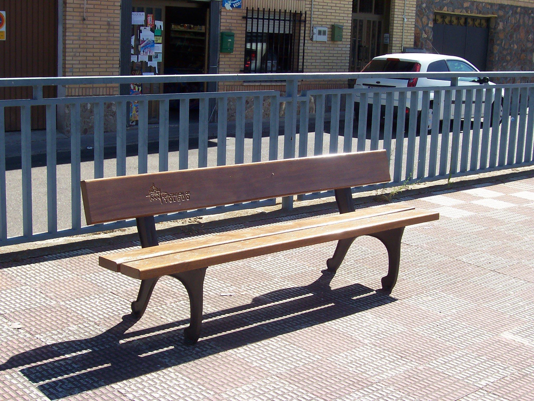 La Diputación de Toledo ofrece bancos subvencionados para mobiliario urbano