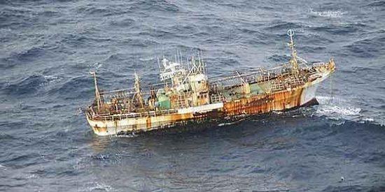 Avistan en la costa de Canadá un barco arrastrado por el tsunami