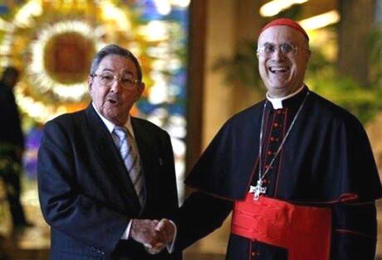 """Bertone: """"La visita del Papa ayudará a la democracia en Cuba"""""""