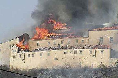 Dos niños queman el principal castillo en Eslovaquia por fumar