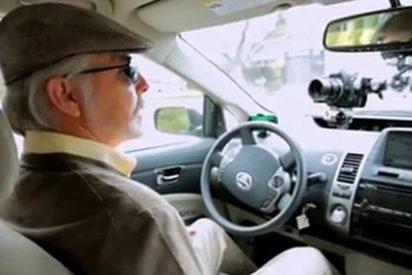 Google prueba su coche con piloto automático con un invidente al volante