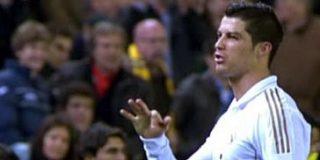 Cristiano Ronaldo vuelve a las andadas acusando, como ya hicera hace un año, con gestos de robo al árbitro