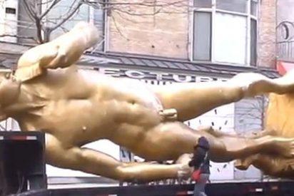 Un enorme 'David' dorado sorprende en las calles de Nueva York