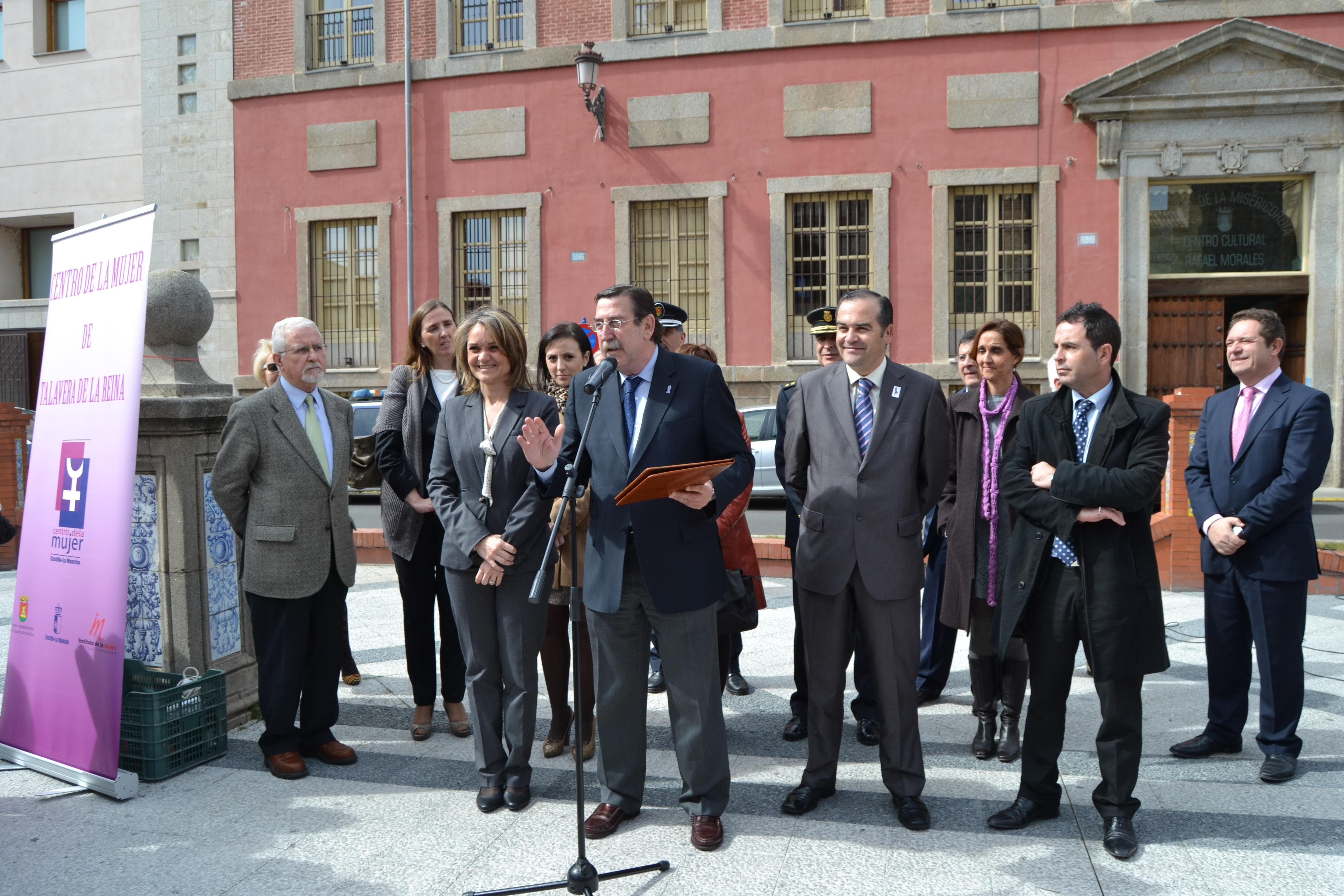 El Alcalde apela a la unión de la administración y la sociedad para alcanzar una mayor igualdad