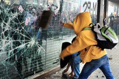 Los antisistema se imponen con violencia en Barcelona durante la huelga general